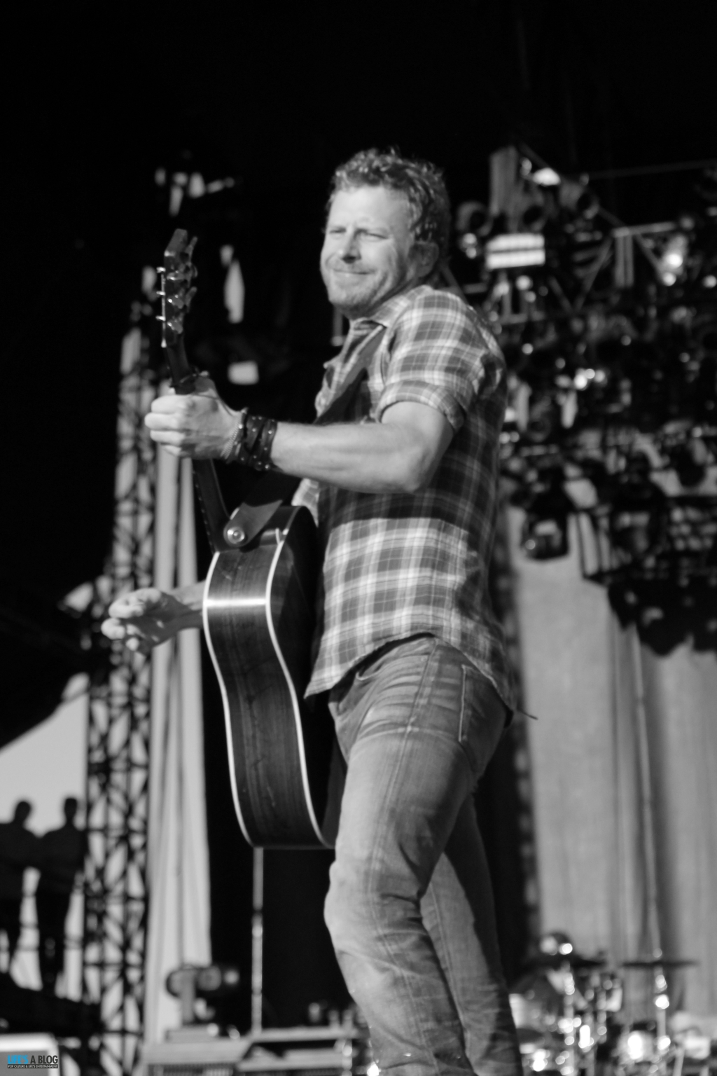 dierks-bently-boots-and-hearts-2013