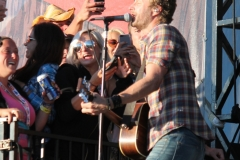 dierks-bentley-with-fans-at-boots-and-hearts_0
