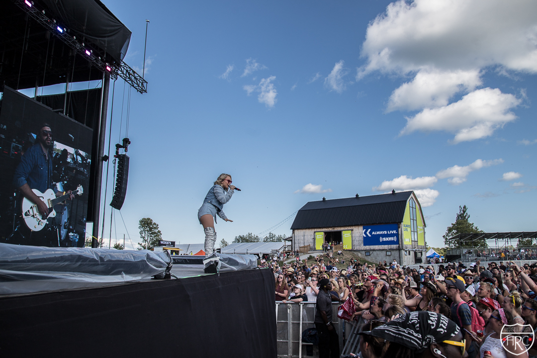 Boots-Hearts-Main-stage-with-Raelynn-2019-10