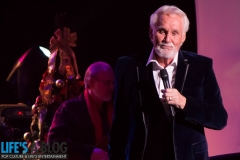 kenny-rogers-thinking