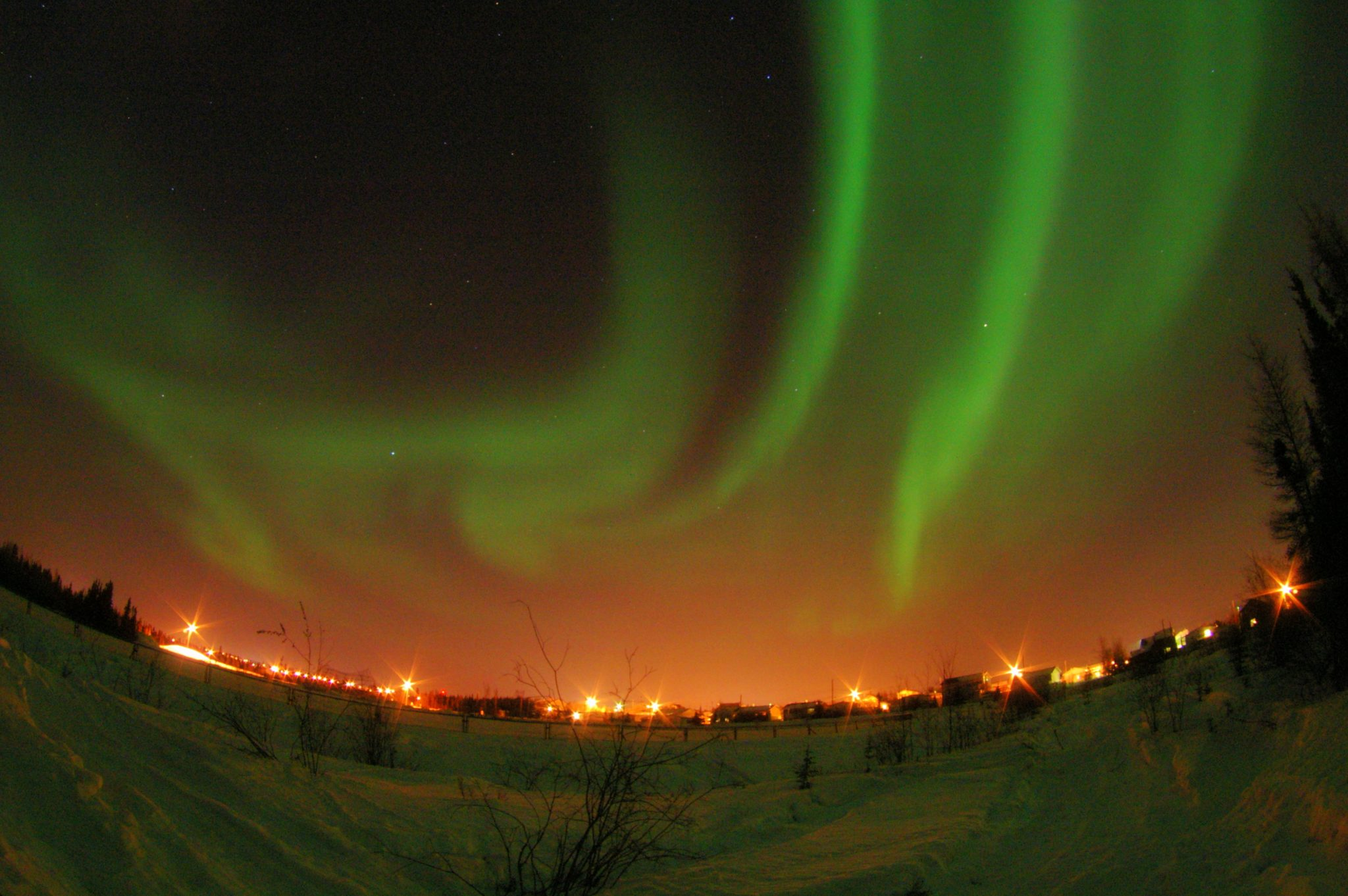 Northern_Lights_at_Yellowknife