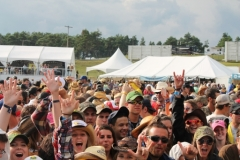 boots-and-hearts-crowd_0
